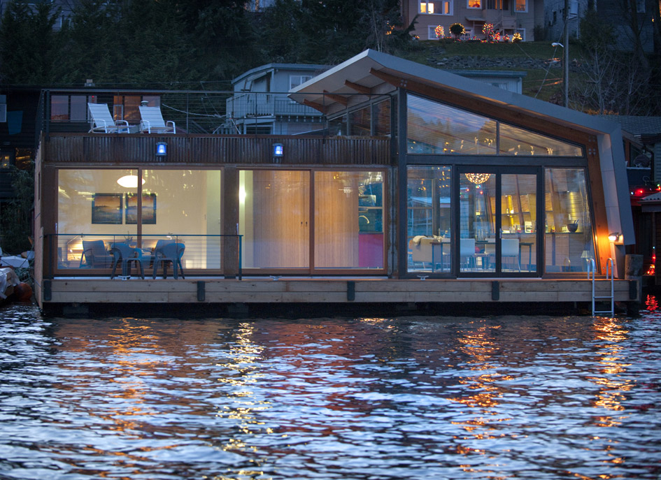 Floating Home In Portage Bay