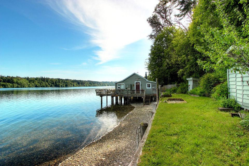 small-burton-peninsula-home-8