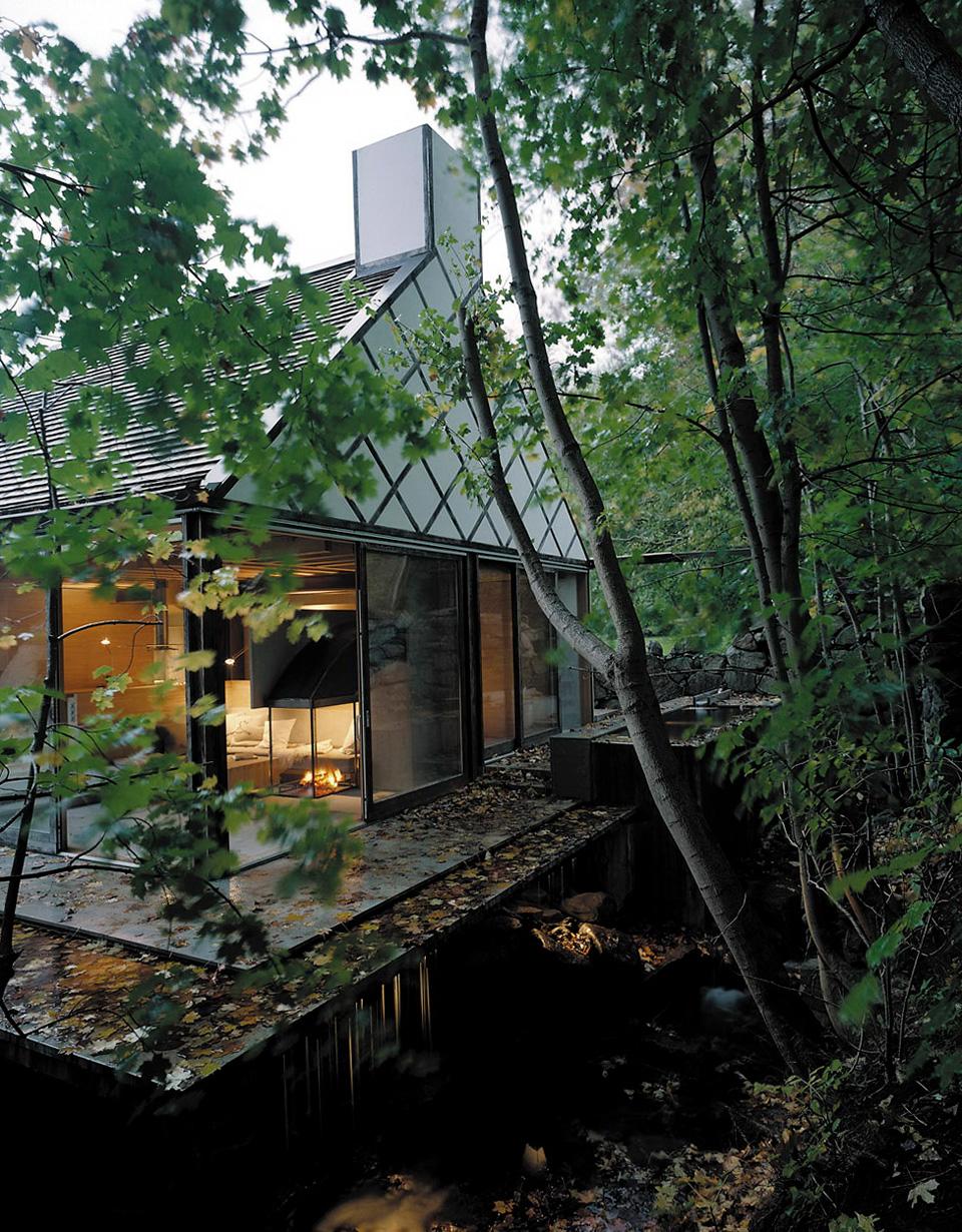 swedish-moat-house-1