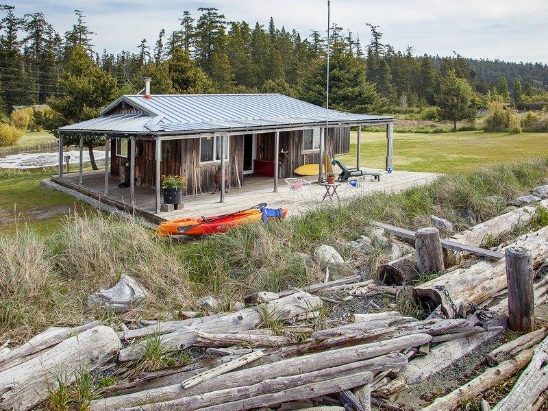 shaw-island-beach-cabin-1