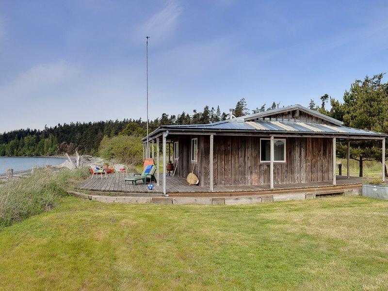 shaw-island-beach-cabin-2