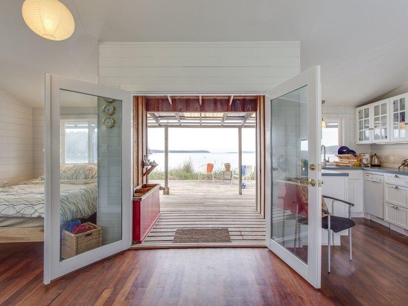 shaw-island-beach-cabin-3