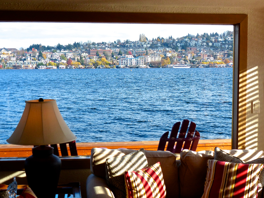 sleepless-in-seattle-floating-home-4