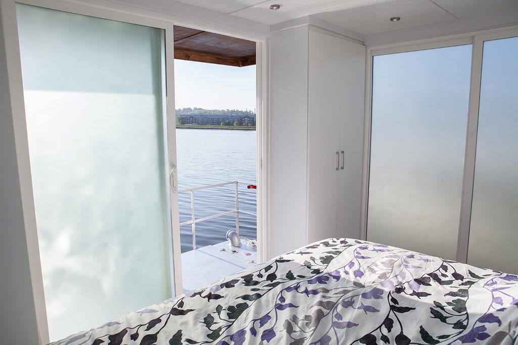 metroship-metro-prefab-houseboat-10
