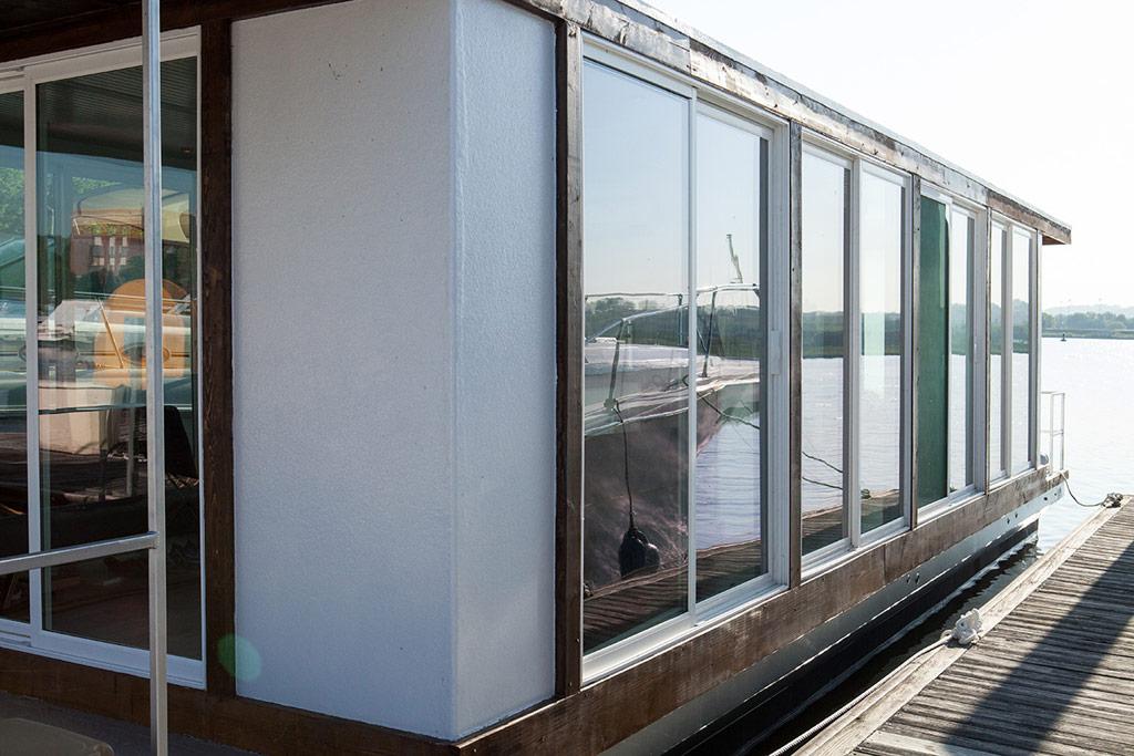 metroship-metro-prefab-houseboat-14