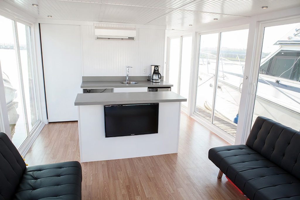 metroship-metro-prefab-houseboat-2