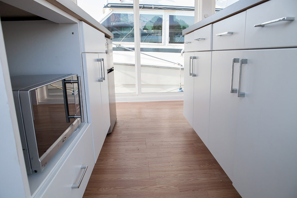 metroship-metro-prefab-houseboat-4