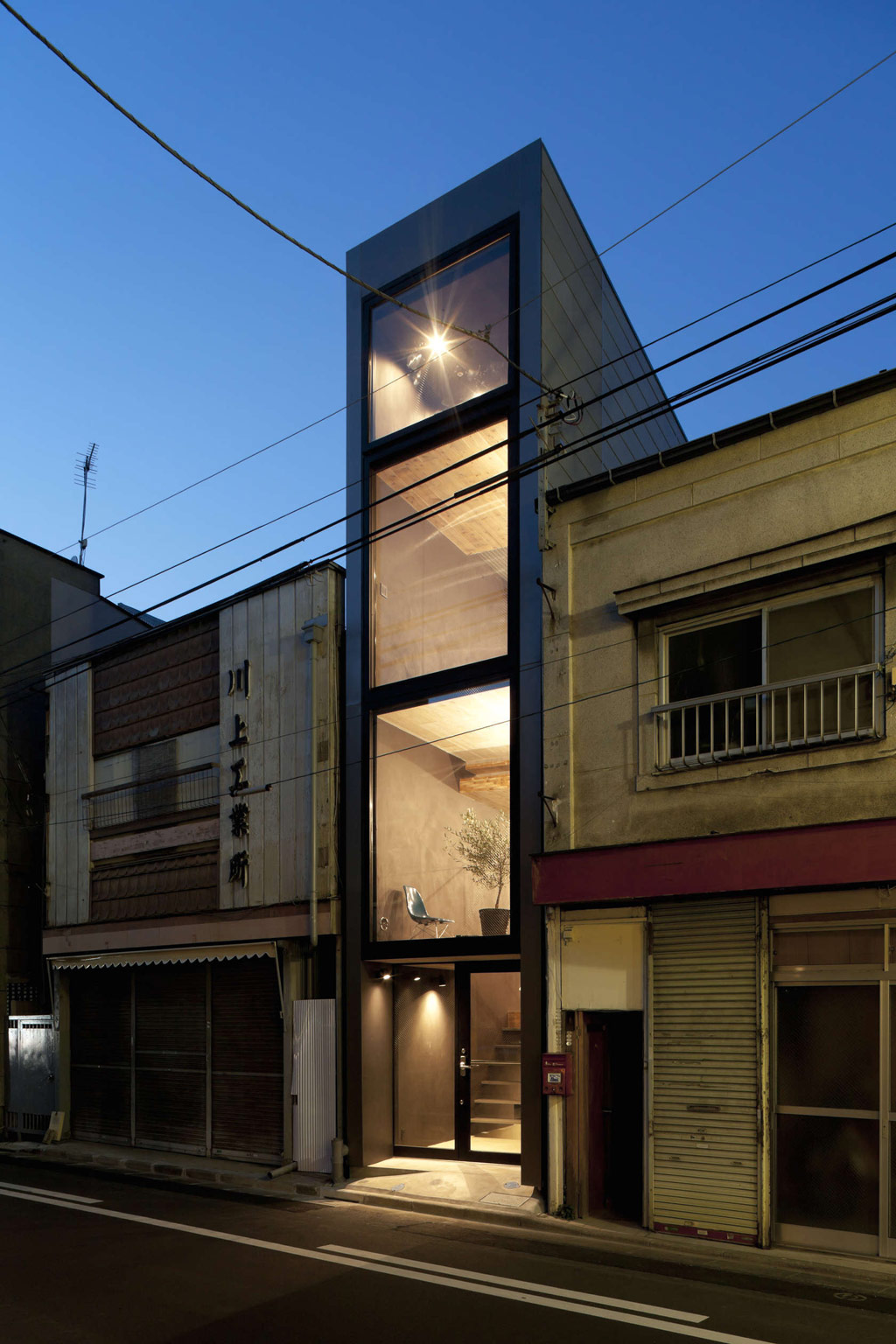 1.8m-width-house-yuua-architects-and-associates-1