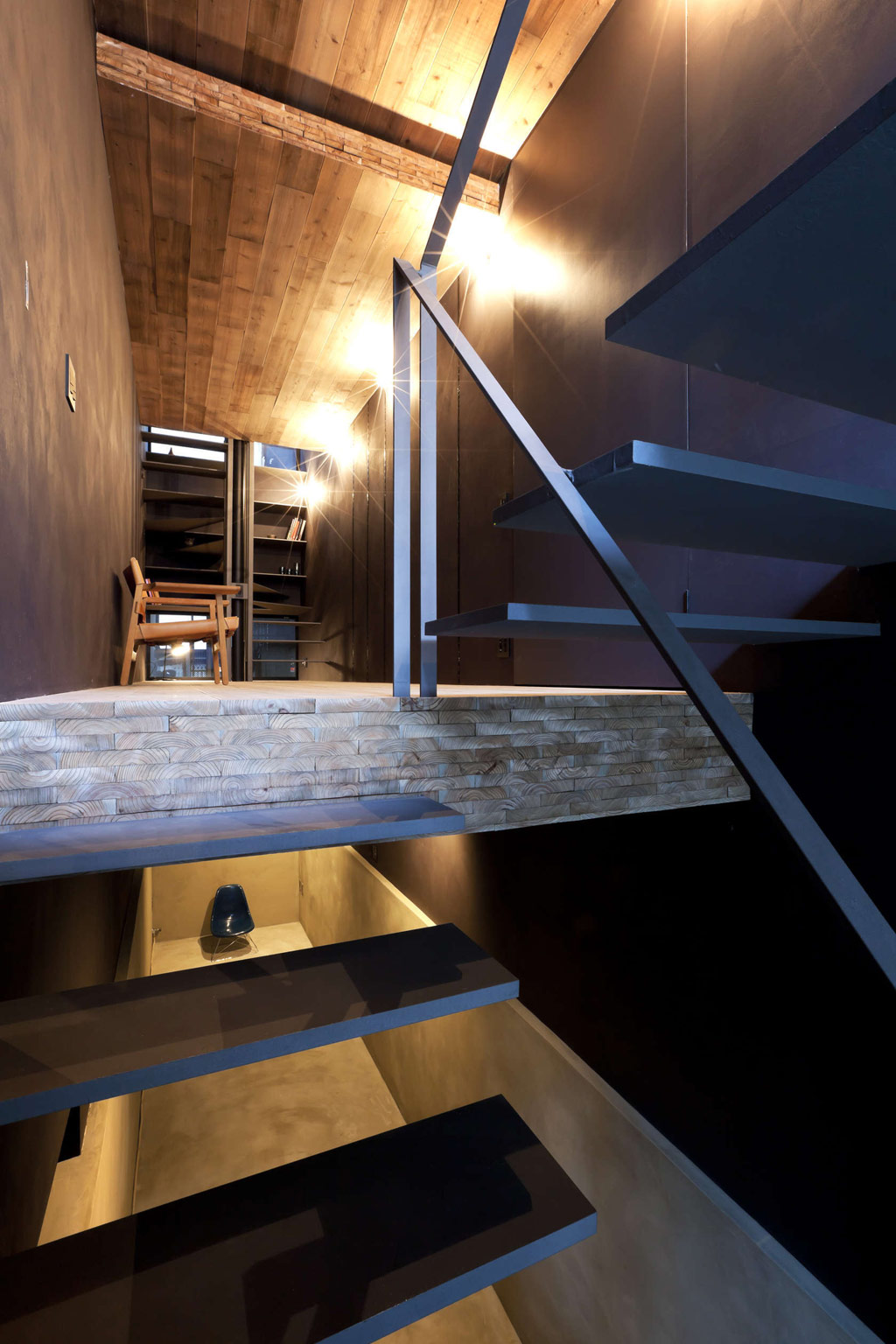 1.8m-width-house-yuua-architects-and-associates-2