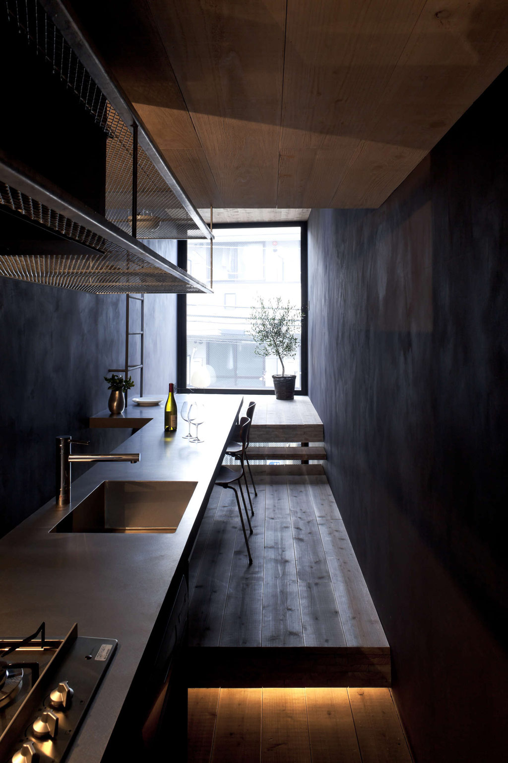 1.8m-width-house-yuua-architects-and-associates-3