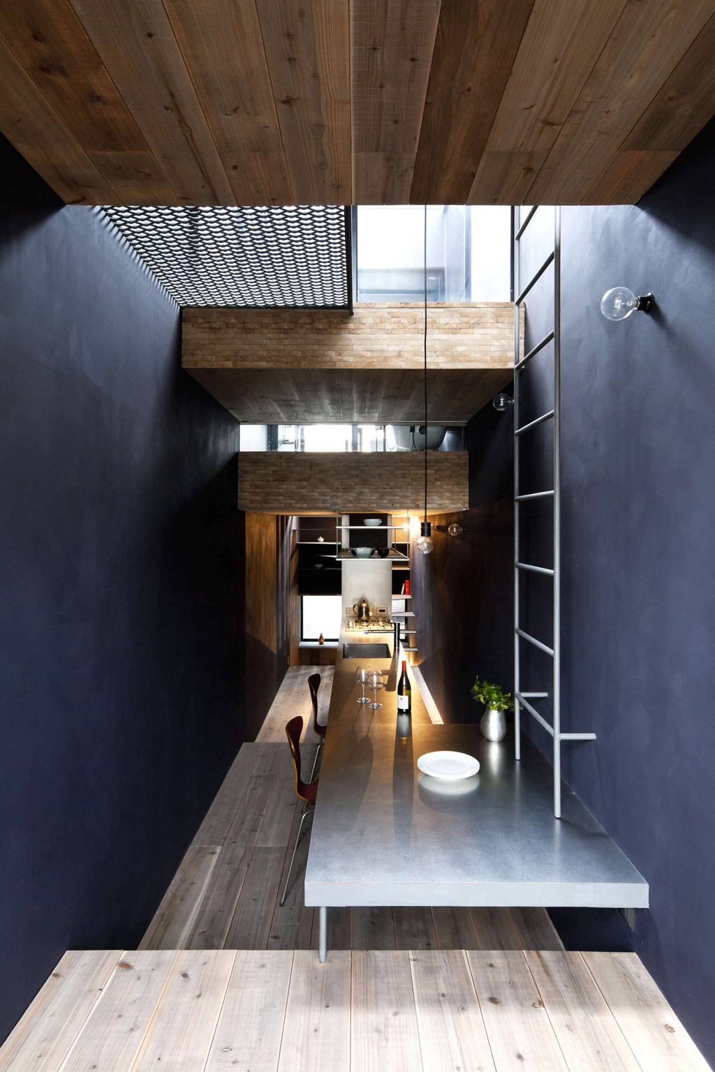 1.8m-width-house-yuua-architects-and-associates-8
