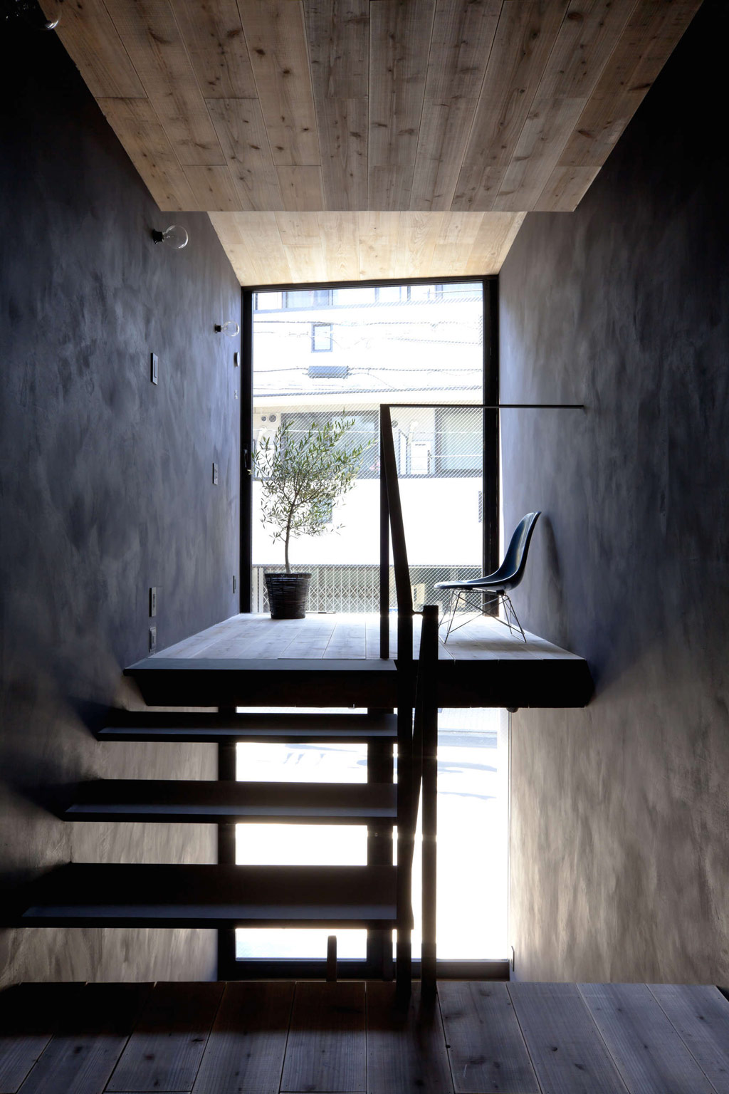 1.8m-width-house-yuua-architects-and-associates-9