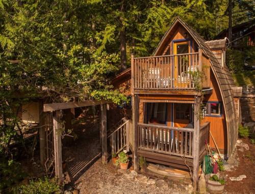 sechelt-cabin-british-columbia-1
