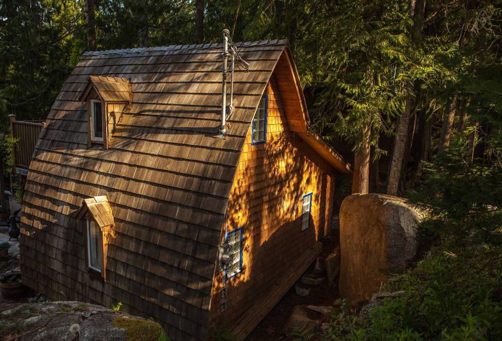 sechelt-cabin-british-columbia-11