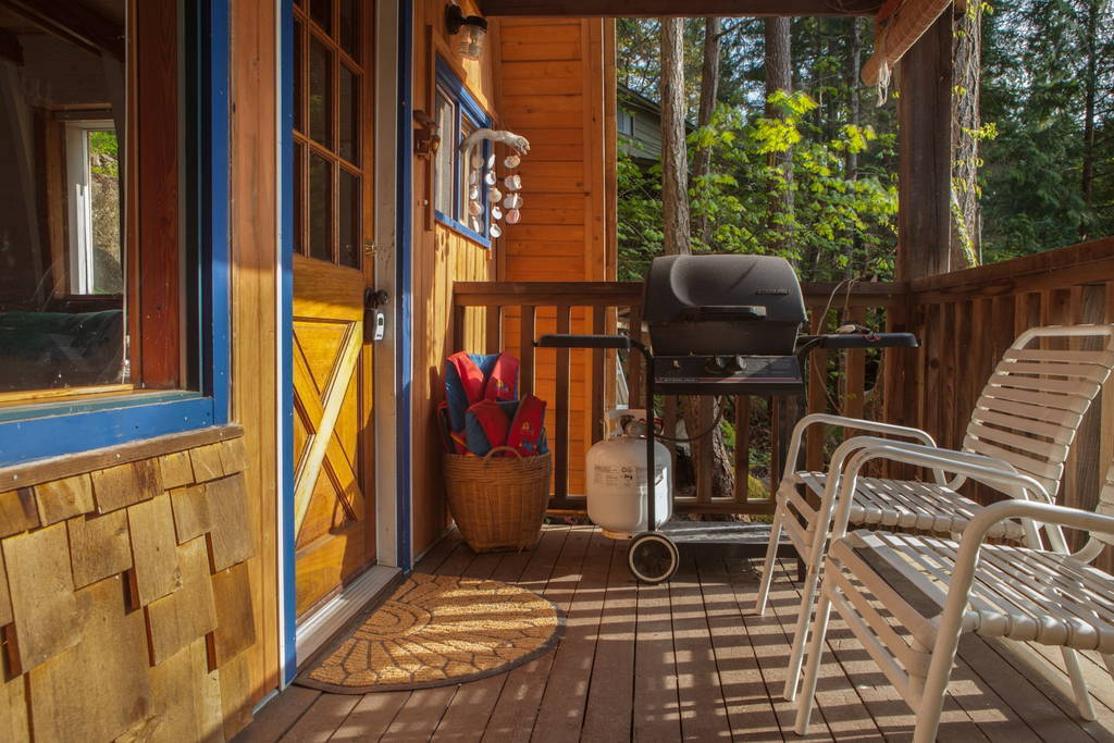 sechelt-cabin-british-columbia-2