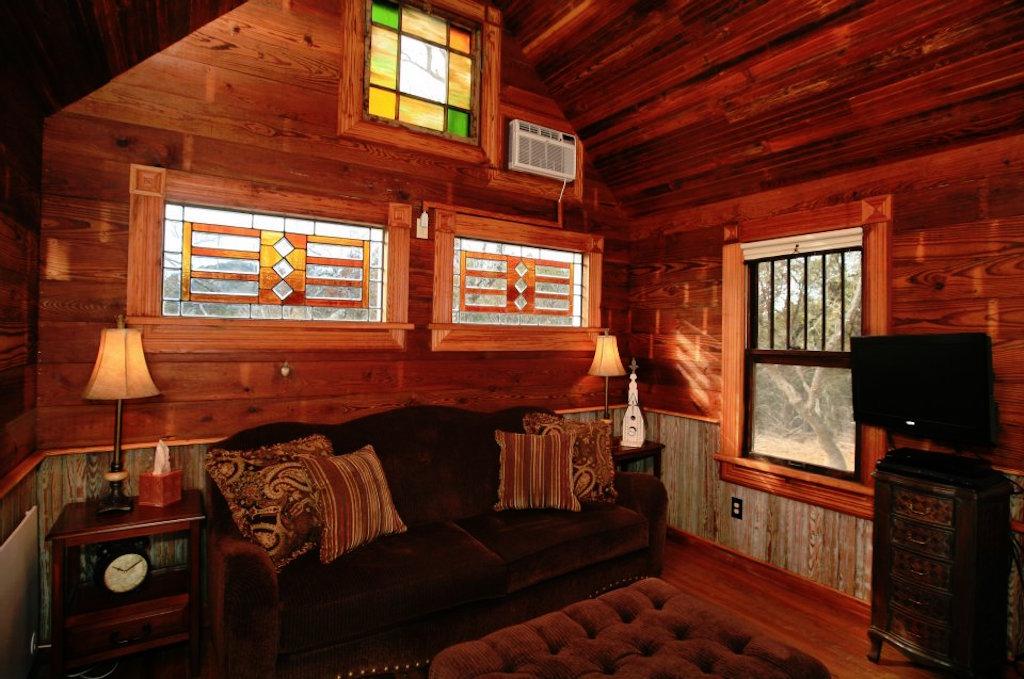 tiny-texas-touse-hillside-cottage-2