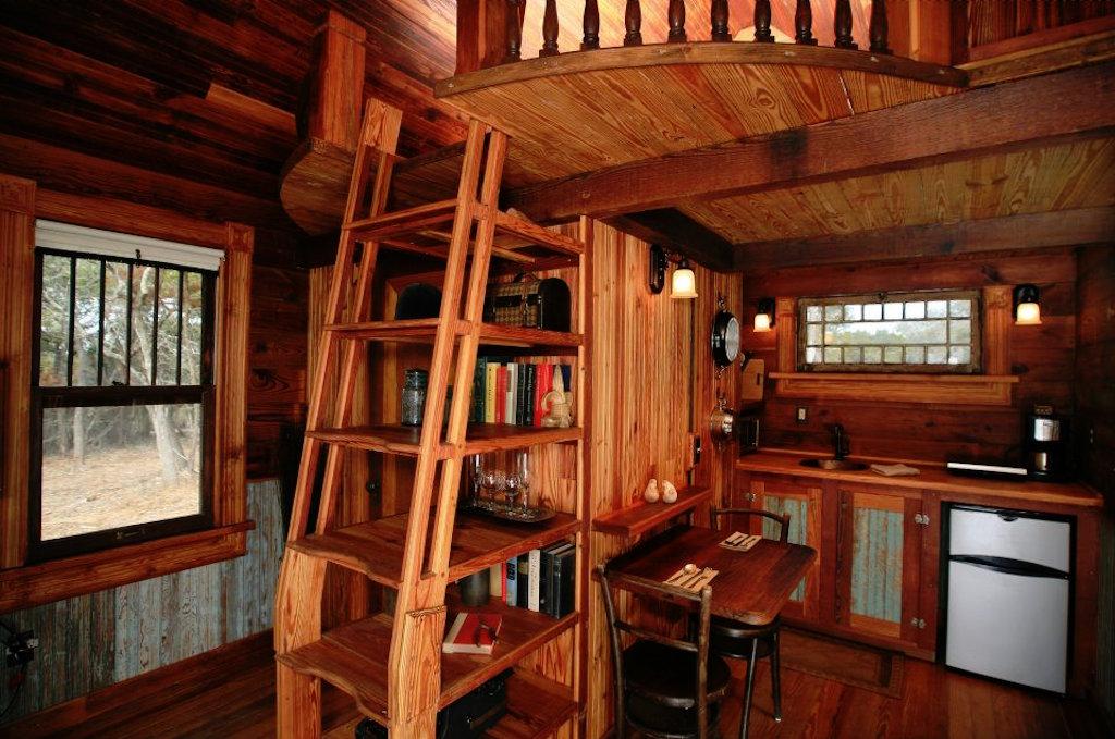 tiny-texas-touse-hillside-cottage-3