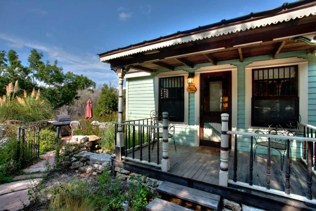tiny-texas-touse-hillside-cottage-7