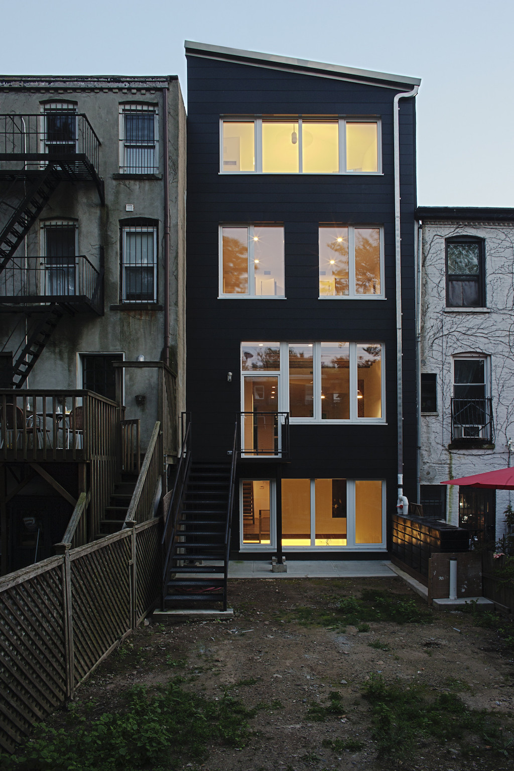 New york city small house swoon for Modern houses in new york