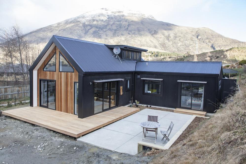 Little black barn by built me for Small home designs nz