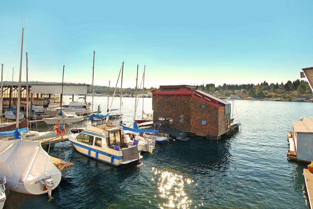 little-charmer-houseboat-14