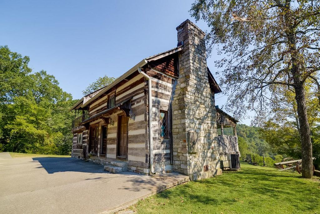 old-school-log-cabin-1