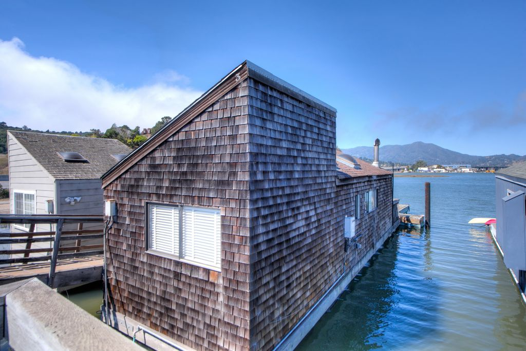 sausalito-houseboat-floating-house-1